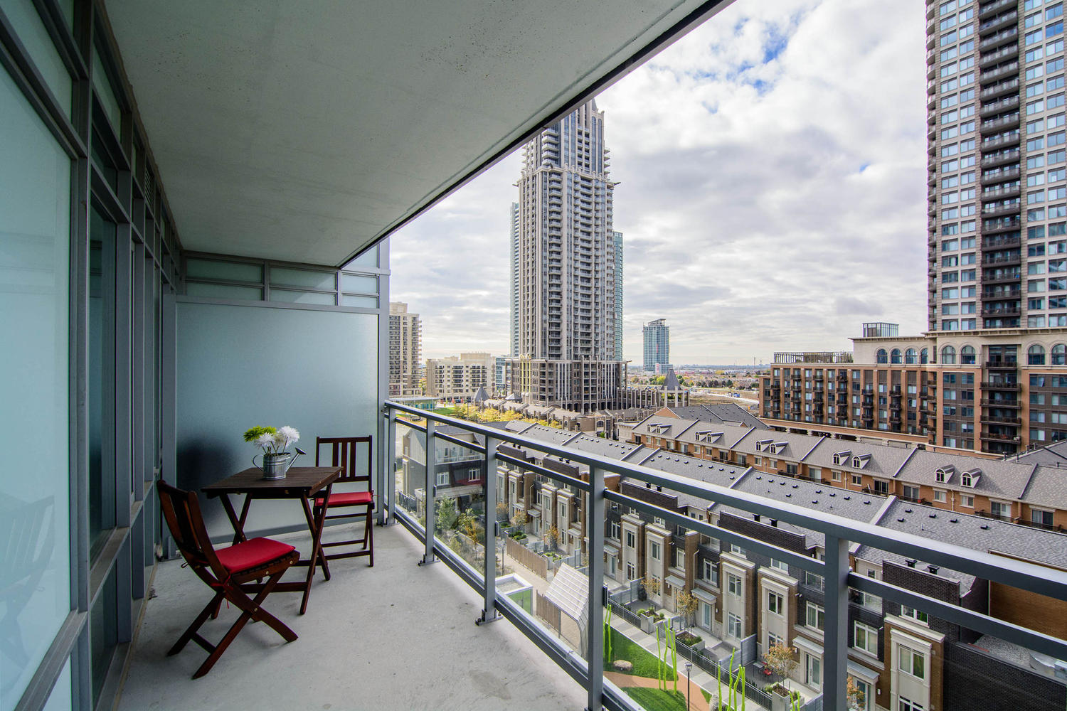 Leased 360 square one dr lime light condominiums the for Condo balcony design